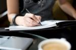 Ar vertėtų atsisakyti rašymo ranka?
